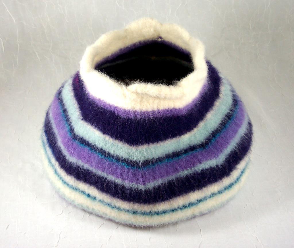 Knitted Felted Cat Cave knitting pattern