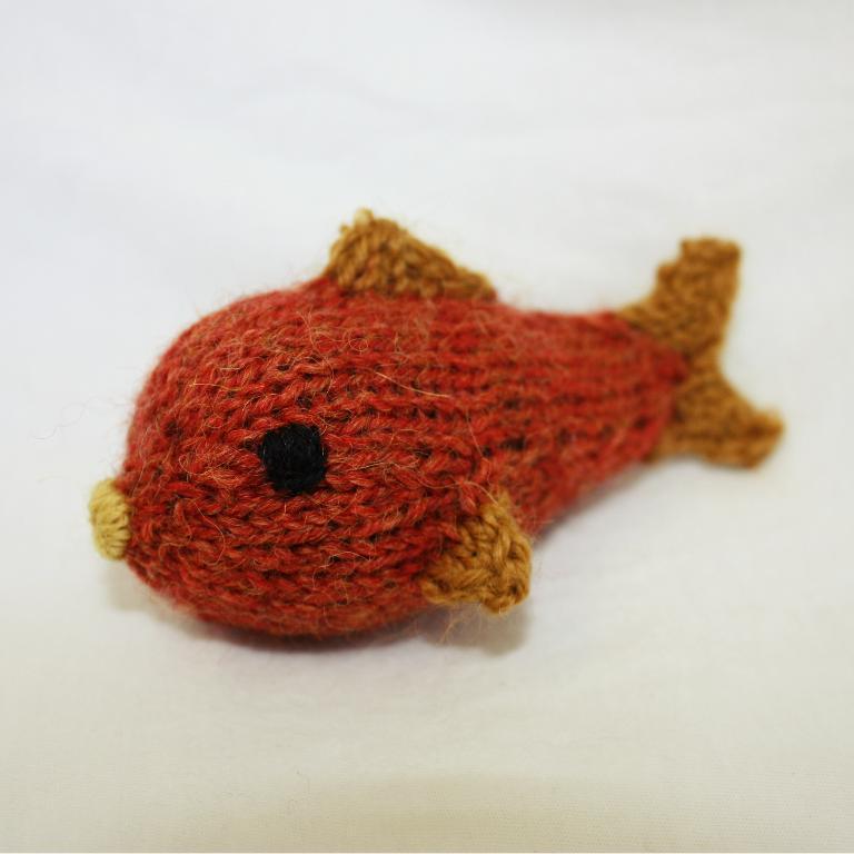 Jingle Fish Cat Toy knitting pattern