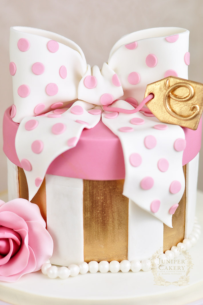 Polka dot hat box cake tutorial by Juniper Cakery