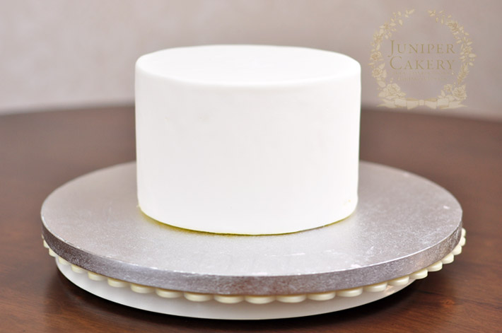 Create a pretty hat box cake with this tutorial from Juniper Cakery