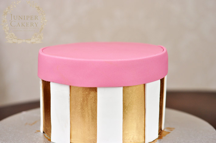 Make a simple polka dot hat box cake with this handy tutorial from Juniper Cakery