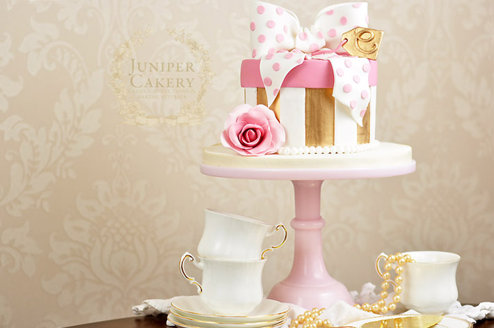 How to make a pretty polka dot hat box cake by Juniper Cakery