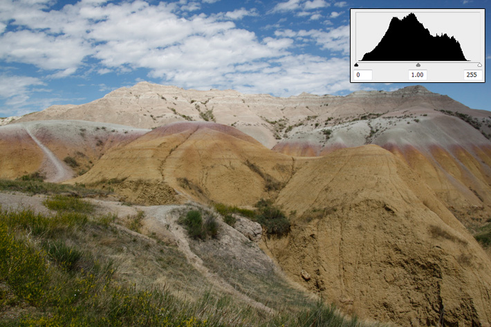 Correctly exposed histogram with accompanying photograph of the Badlands in South Dakota