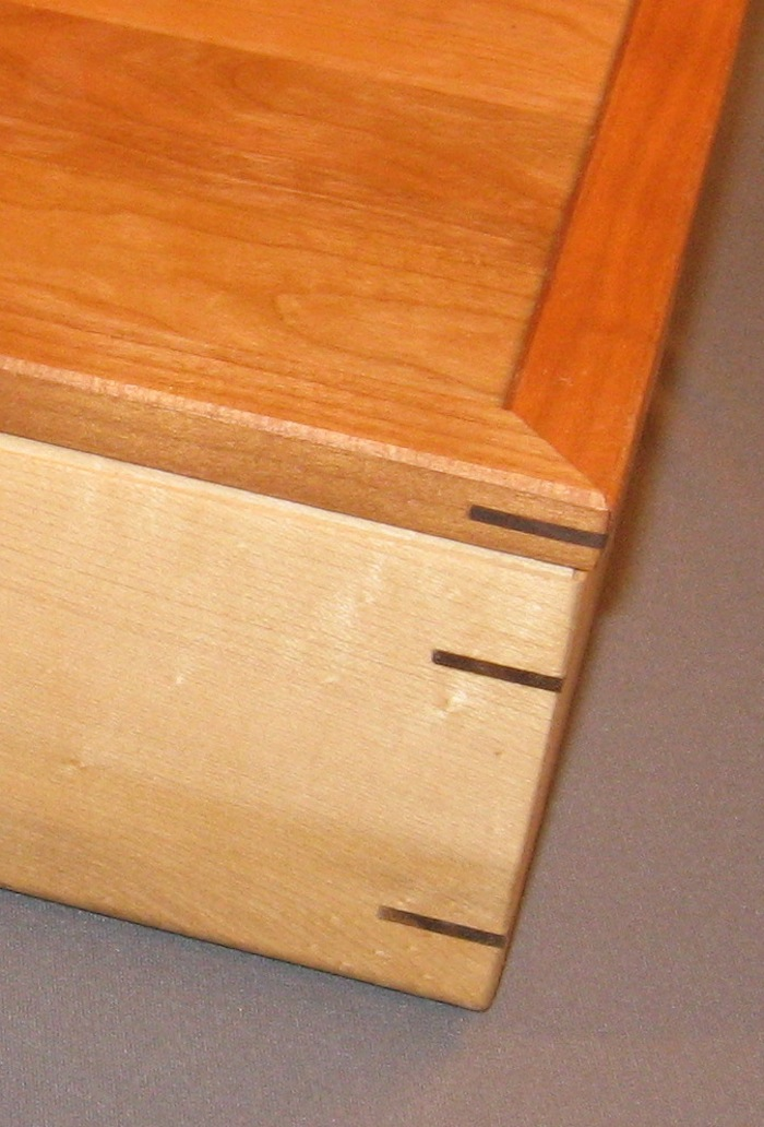 contrasting miter and splines