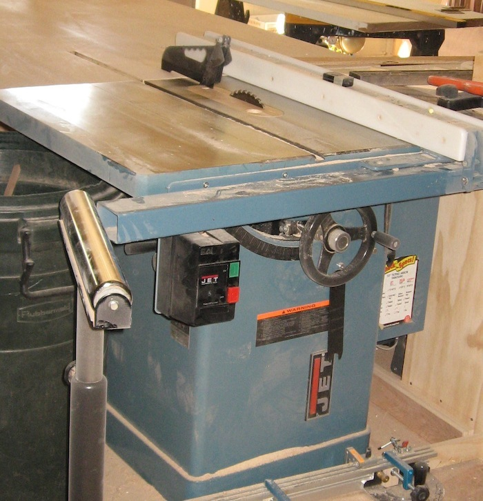 table saw with riving knife
