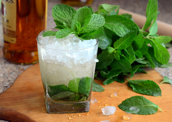 Classic Cocktails: Derby Day Mint Juleps