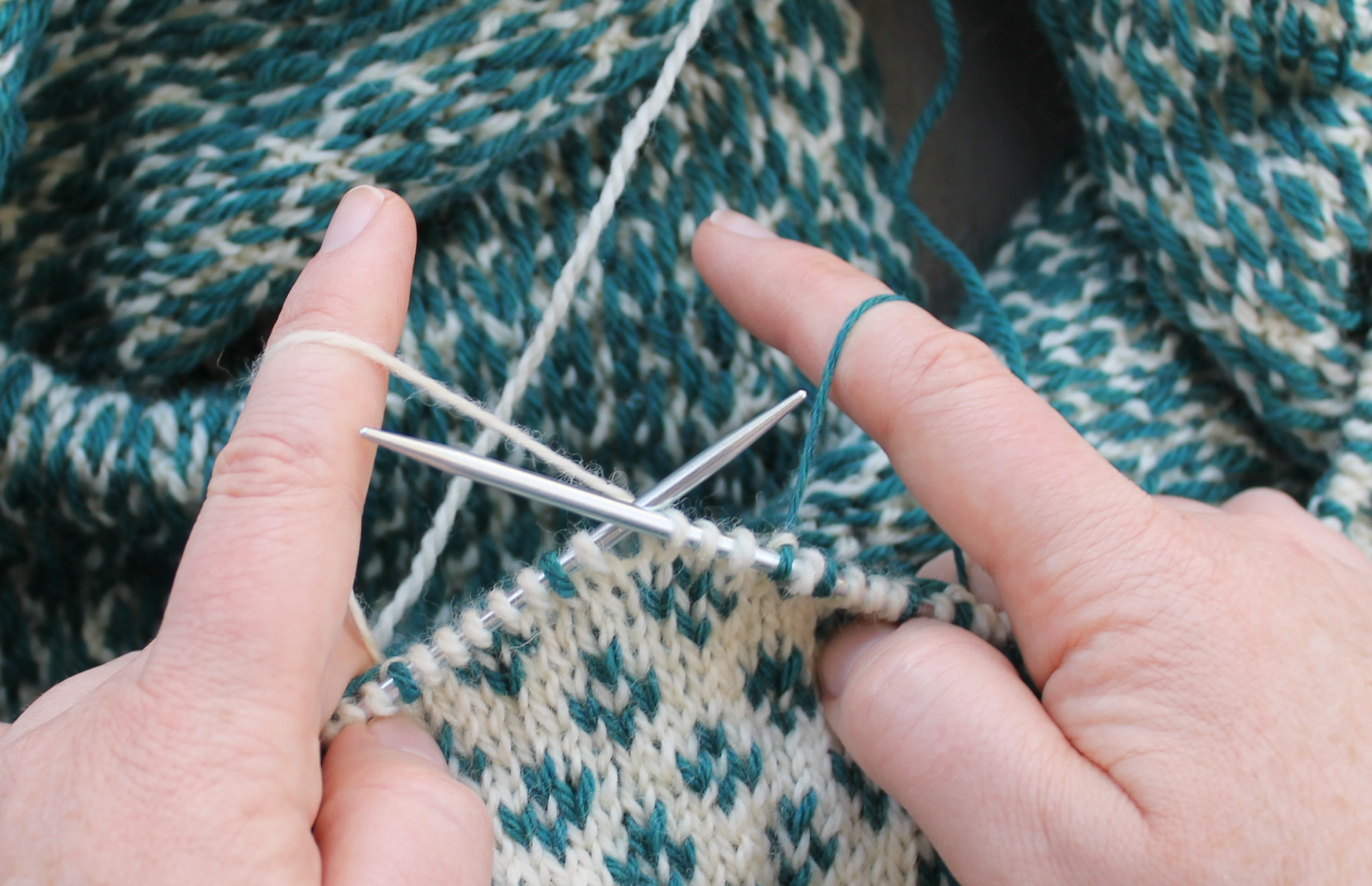 Holding stranded yarn with both hands