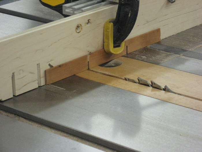 sacrificial fence to the miter gauge