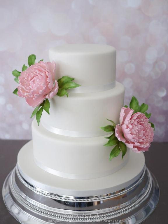 Plain peony cake by Bluprint member Annicacakes