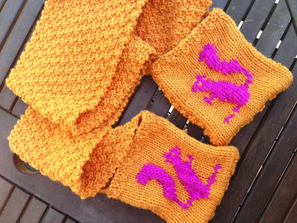 Squirrel Pocket Scarf knitting pattern