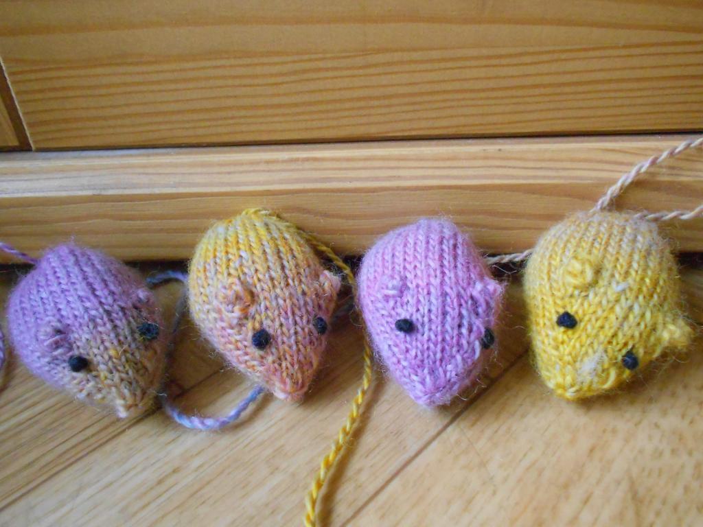 Mice Running Around Cat Toys knitting pattern