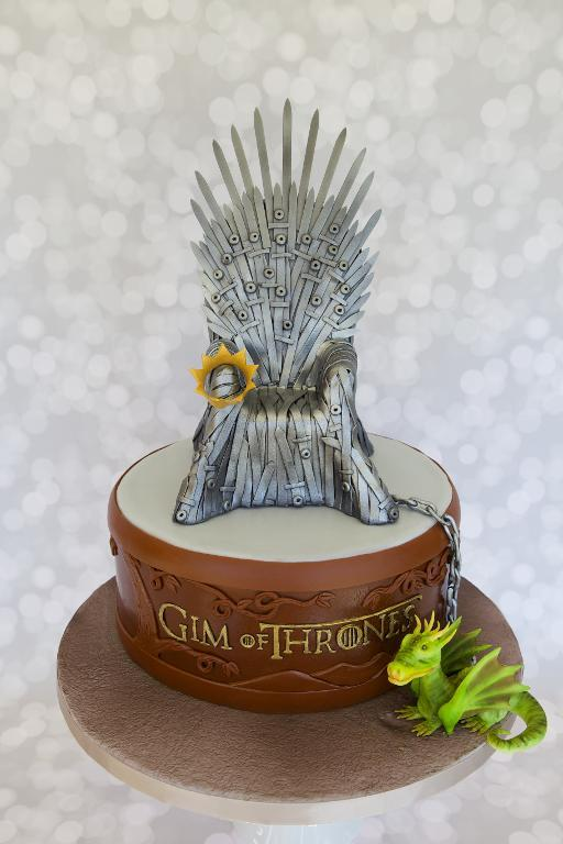 Game of Thrones cake by Bluprint member MotoWifey