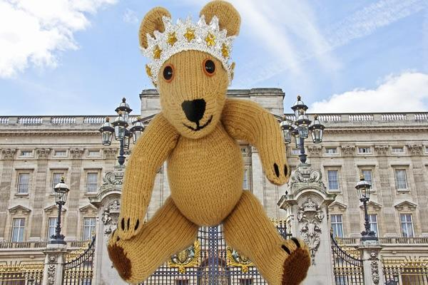 Free Diamond Jubilee Bear knitting pattern