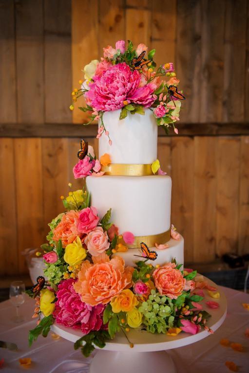 Sugar flower wedding cake by Craftsy member Alex Narramore