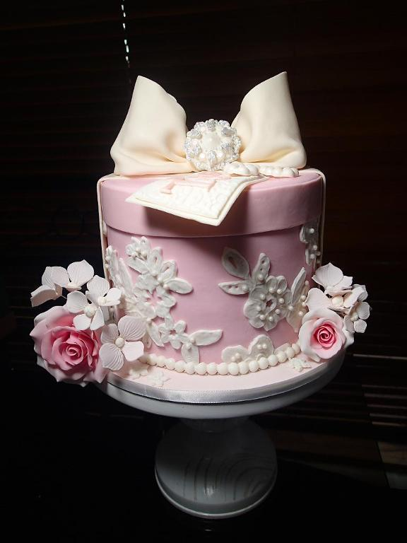 Lace hat box cake by Bluprint member Kitstar
