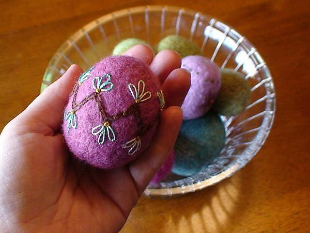 Knit and Felt Egg Ornament knitting pattern