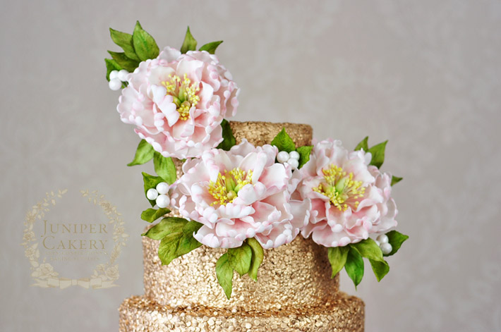 Make a simple yet effective sugar flower cake topper