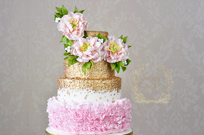Make pretty sugar flower arrangements with this step-by-step cake decorating tutorial