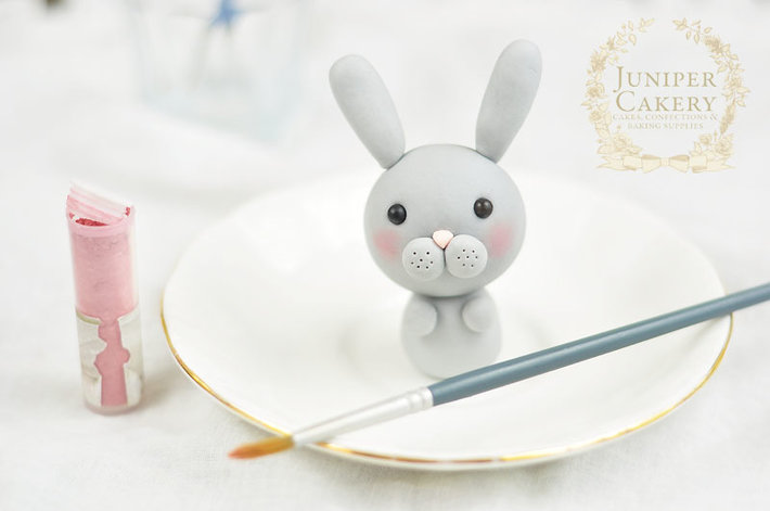 Cute fondant bunny by Juniper Cakery