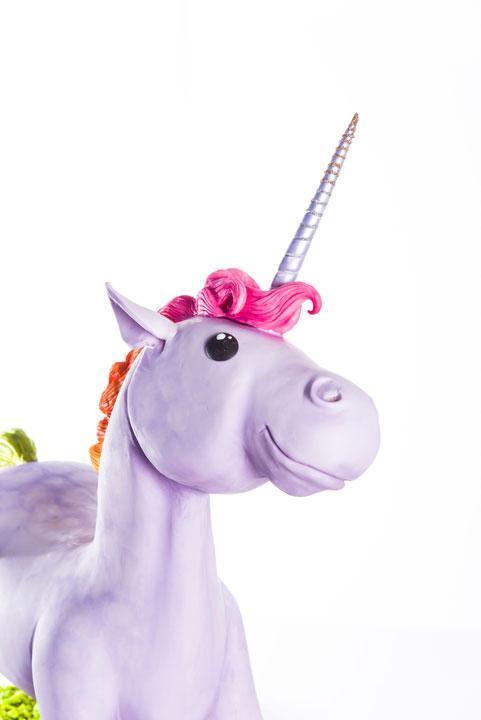unicorn cake face & horn details