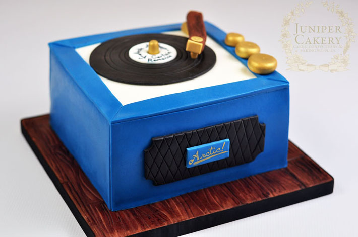Vintage record player cake by Juniper Cakery
