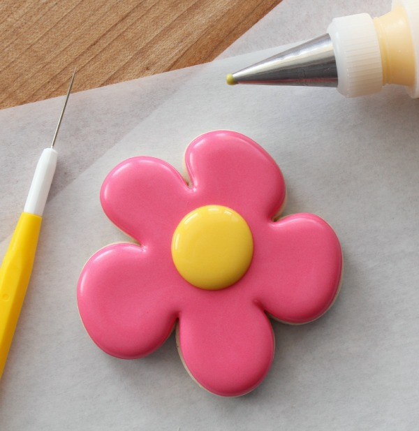 Easy Decorated Flower Cookies For Spring