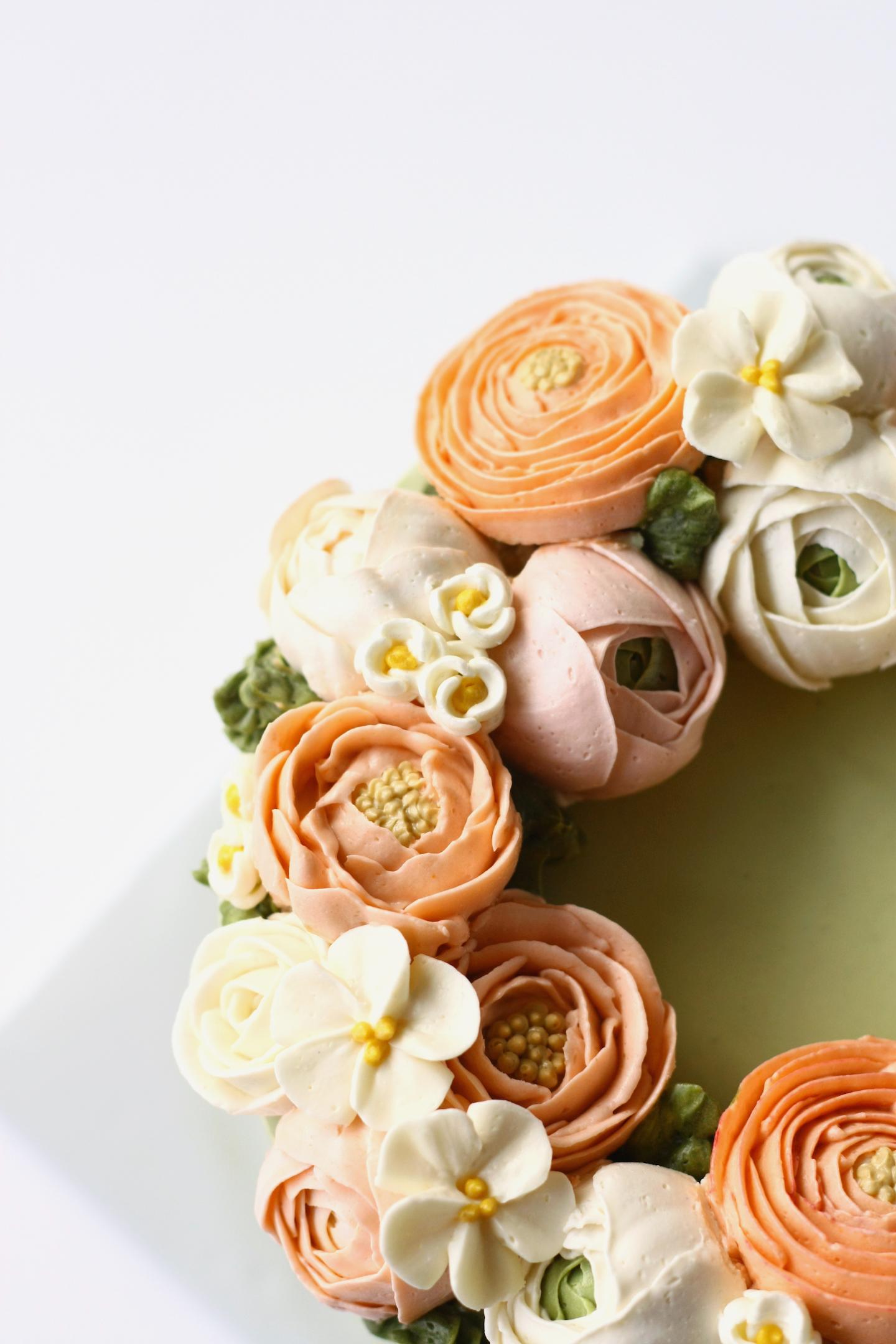 Piped Buttercream Flowers by Bluprint Instructor Liz Shim