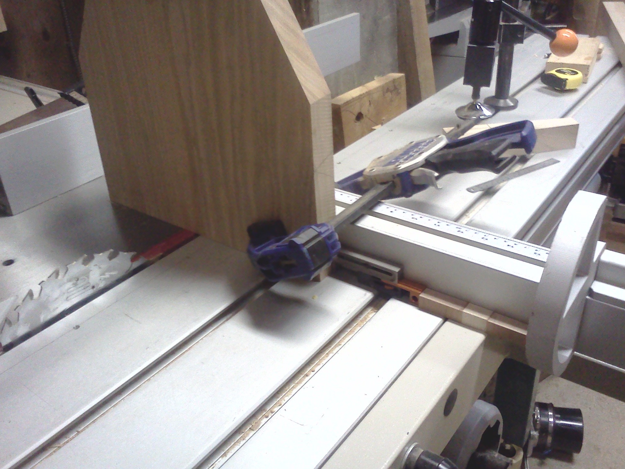 Cutting notches for the legs
