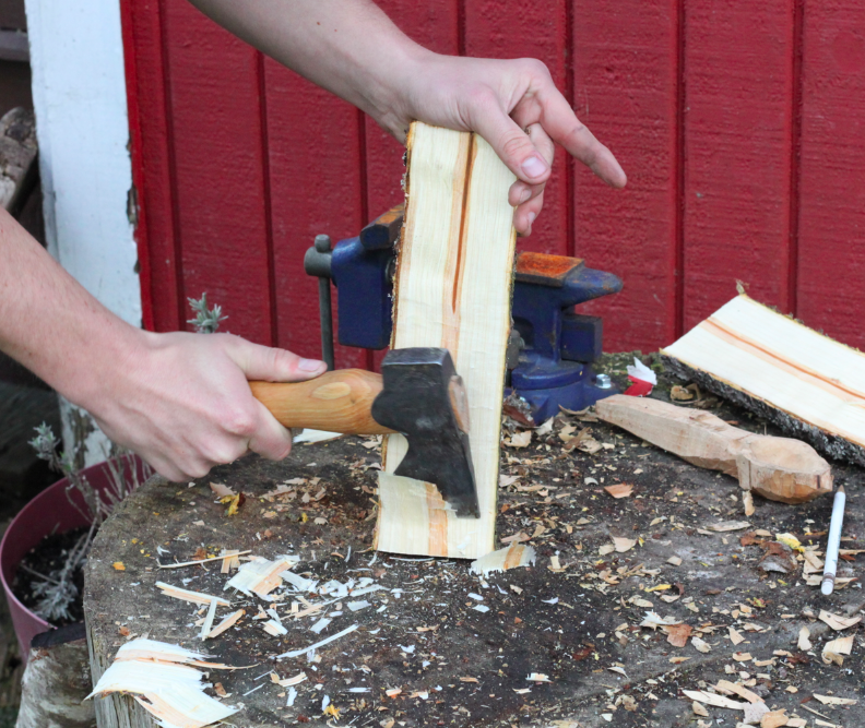 Removing the pith with a hatchet