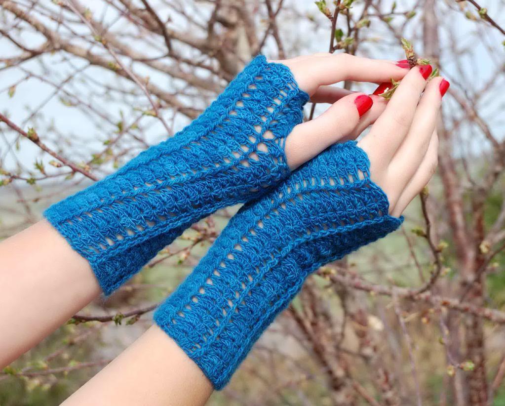 She Walks in Beauty crochet gloves