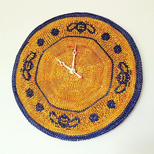 bee knit clock
