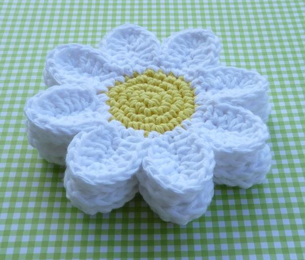 crochet daisy coaster
