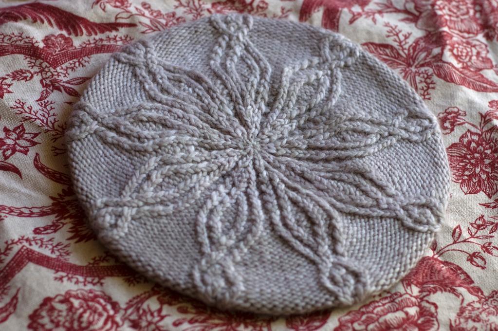 Day's Eye Hat free knitting pattern