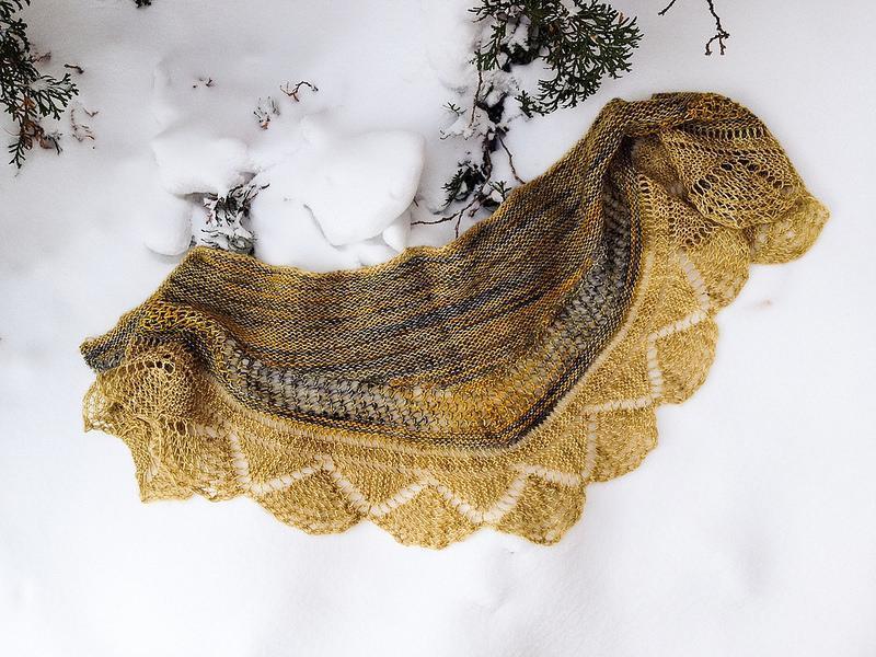 Delovely Shawlette free knitting pattern