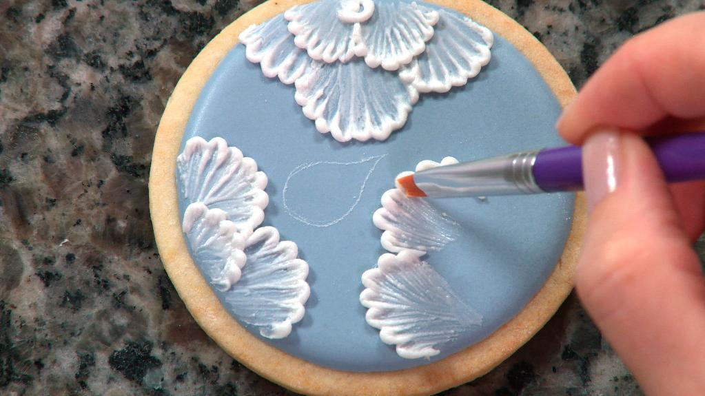 Brush Embroidery Cake Techniques