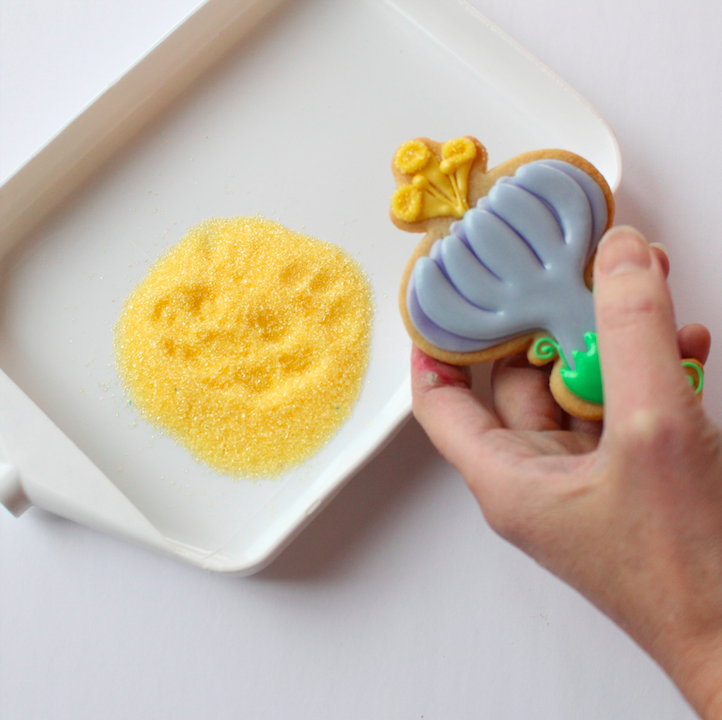 adding sanding sugar to your cookie width=