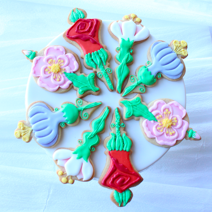 beautiful decorated flower cookies