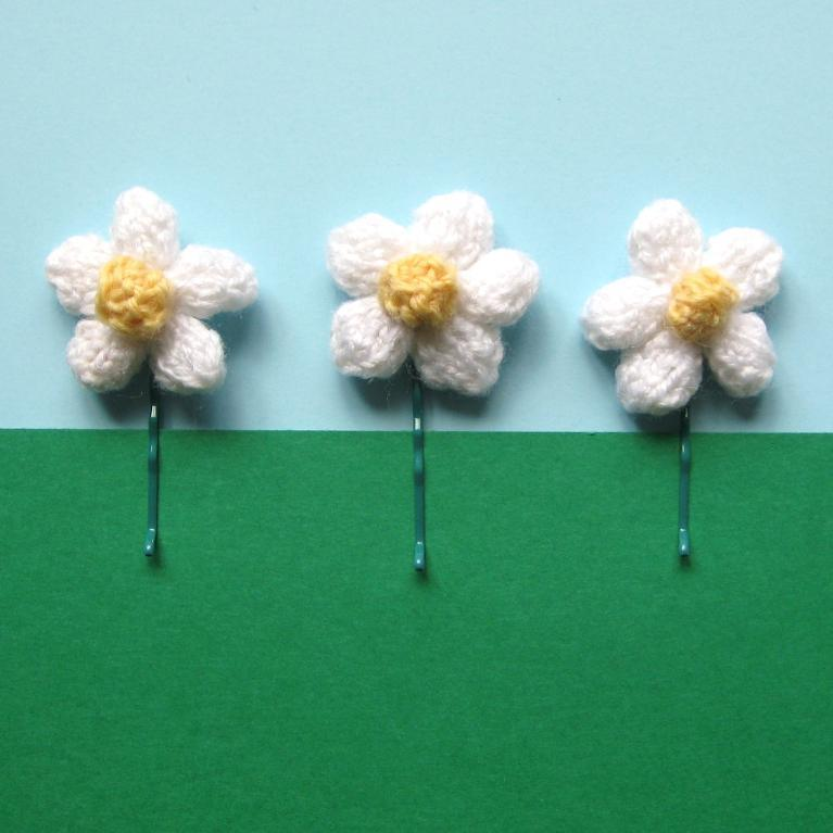 Daisy Hair Clip knitting pattern