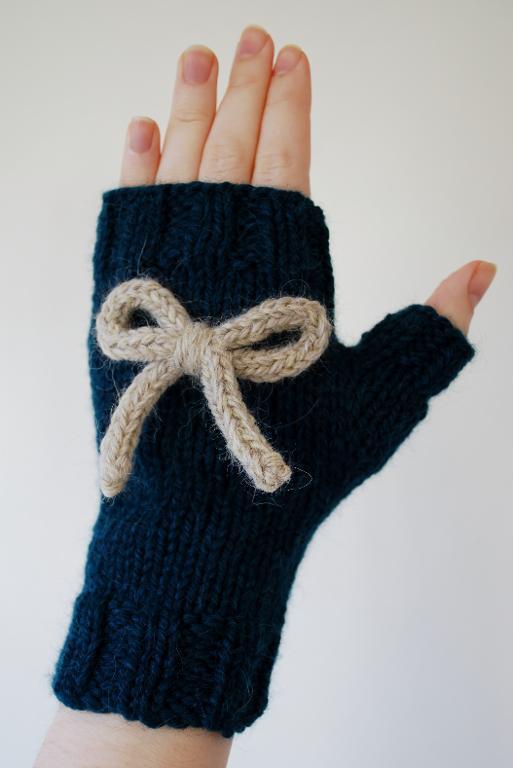 Take a Bow gloves knitting pattern