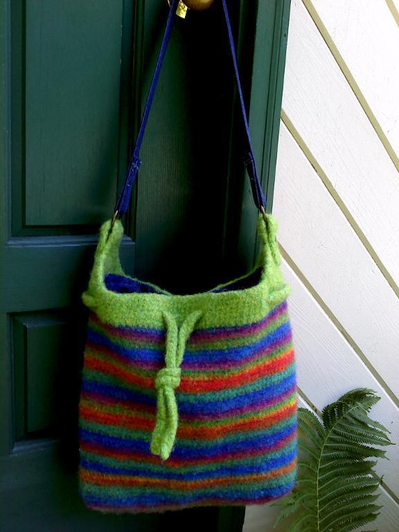 College Tote free crochet pattern