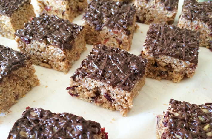 These healthy Rice Krispie treats are totally guilt-free (but still have chocolate!)