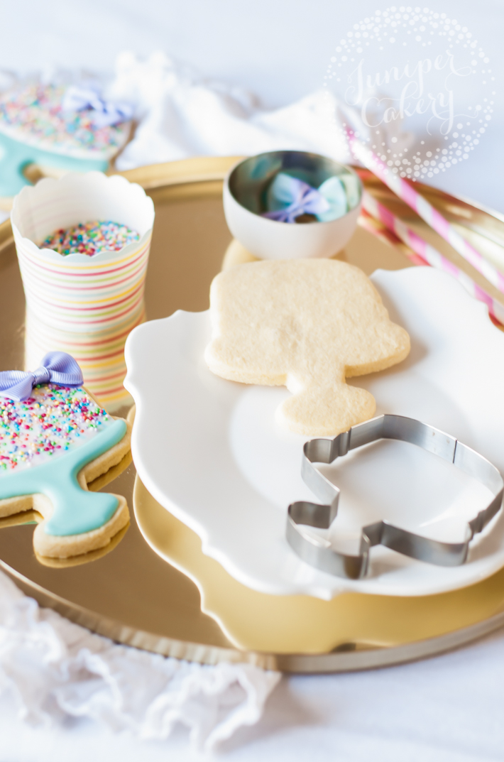 Step-by-step tutorial for birthday cake iced cookies