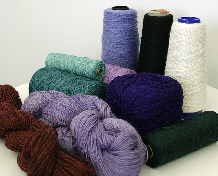 Ideal for a first scarf: lambswool, Merino, cotton and Tencel are all available in many beautiful colors