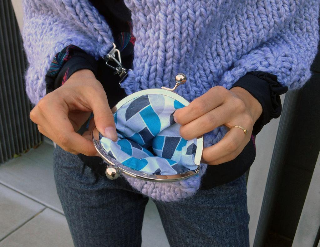 Urban Pocket Coin Purse FREE Knitting Pattern