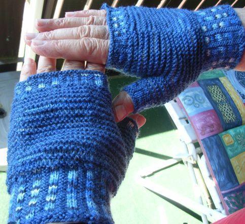 Free Ocean Mitts Knitting Pattern