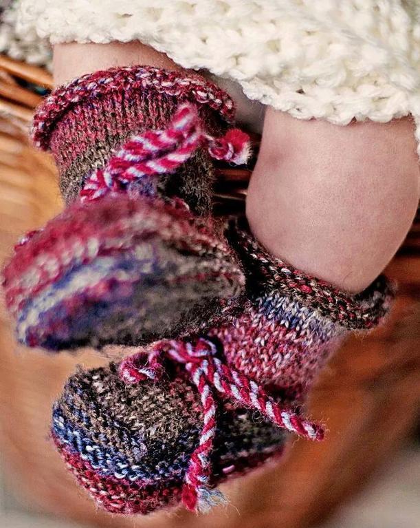 Stay-On Baby Botties FREE Knitting Pattern