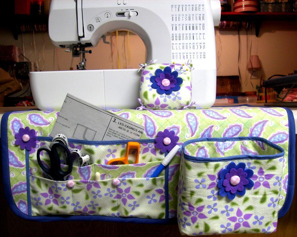 Thread Catcher with Sewing Mat Organizer