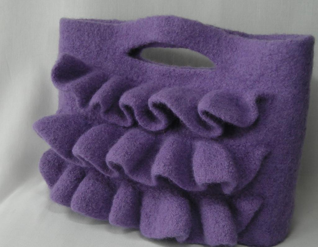 Felted Nashville Bag With Ruffles Knitting Pattern
