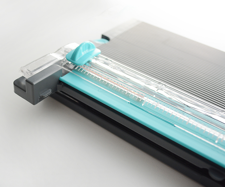 We R Memory Keepers paper Trimmer