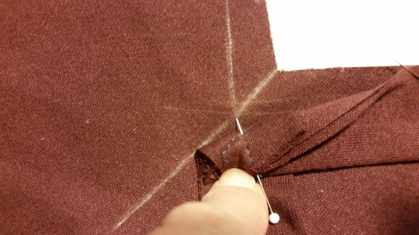 Pinning a v neck T-shirt to sew